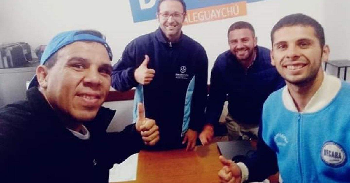El Director de Deportes, Adrián Romani, acompañando a Tomás Laclau