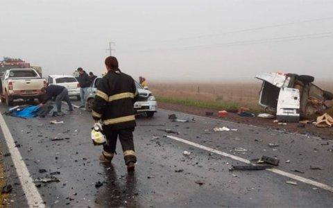 Dos muertos y varios heridos tras choque múltiple