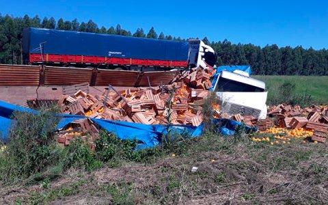 Ruta 14: Volcó un camión cargado de naranjas