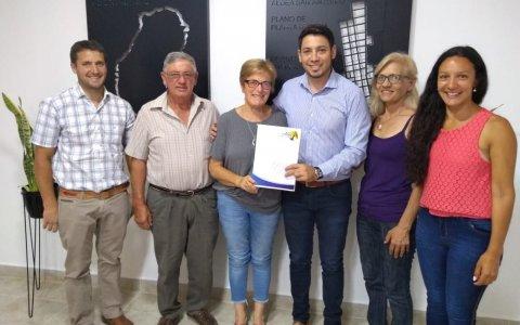 Díaz Chaves entregó un subsidio al Centro de Jubilados