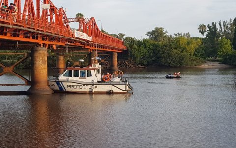 Buscan a un hombre que se arrojó del Puente Méndez Casariego
