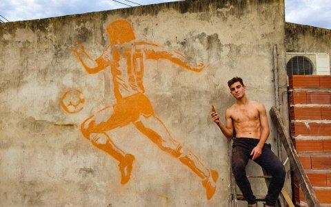 Un jugador de Juventud Unida le regaló un mural a Maradona