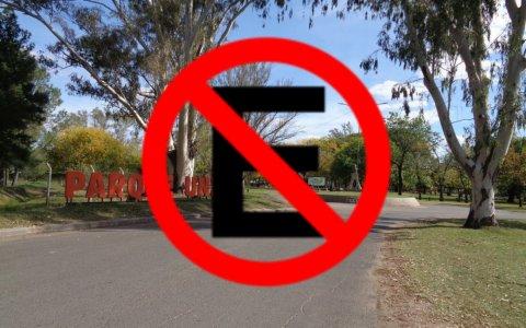 Está prohibido estacionar en el Parque Unzué