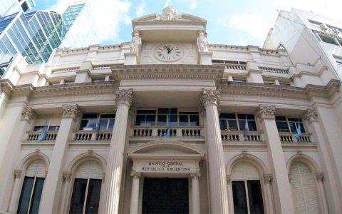 El Banco Central eleva la tasa de interés para alentar inversiones en pesos