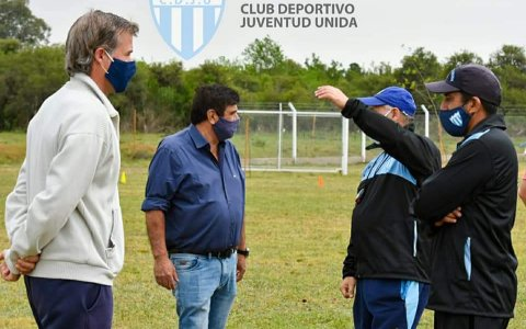 Norberto Acosta dirigió el primer entrenamiento de Juventud Unida