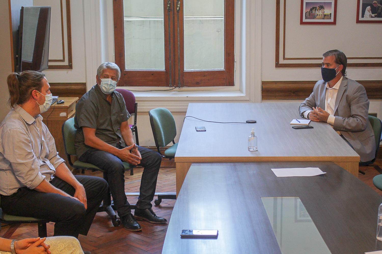 Piaggio recibió informes del Director del Hospital Centenario