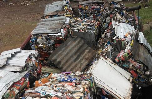 Larroque recicló 33 toneladas de vidrio, hierro y polietileno