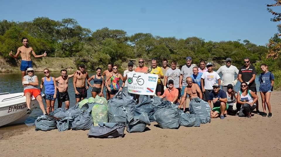 Ciclomateros realizaron gran limpieza en Las Moras