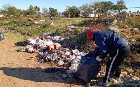 Limpian microbasurales en los barrios de Gualeguaychú