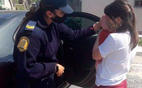 Rescataron a un bebé que había quedado encerrado en el auto